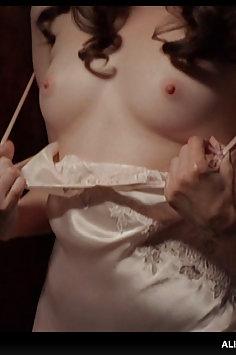 Alison Brie nude