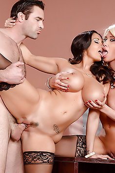 Brazzers: Ava Addams & Riley Jenner office threesome